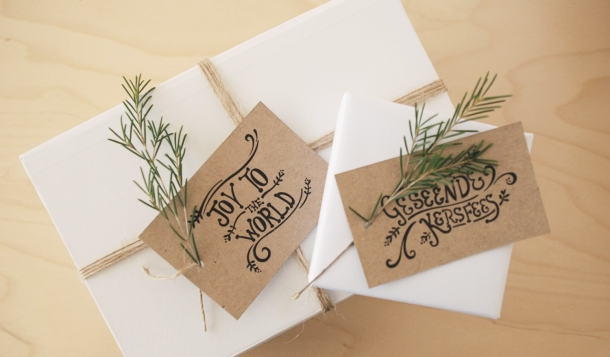 Beautiful rustic Christmas gift tags from The Pretty Blog on KAMERS blog. Photo: Seven Swans